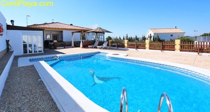 chalet con piscina privada con bonitas vistas