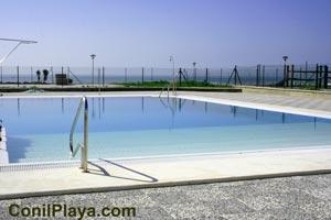 piscina de la urbanización