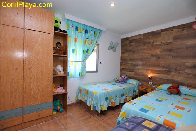 Armario del dormitorio de 2 camas