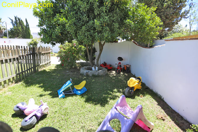 Jardín infantil cercado