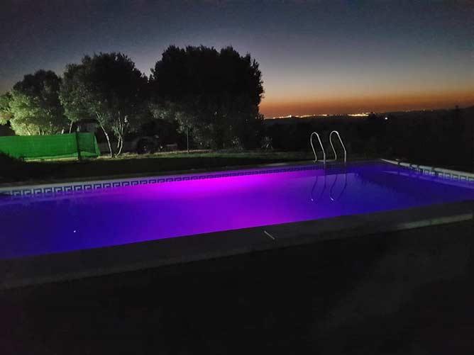 piscina luz nocturna