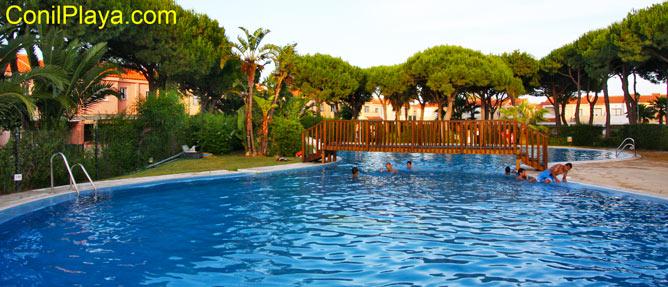 piscina amplia