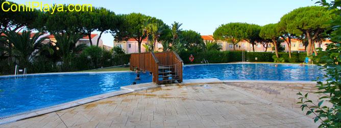 piscina de la urbanizacion