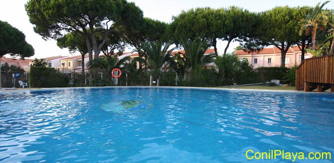 piscina urbanizacion la balconera