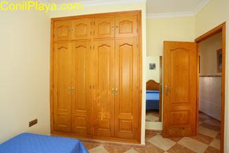 armario dormitorio 2 camas