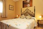 Chalet de 3 dormitorios y amplio jardin en zona muy tranquila.