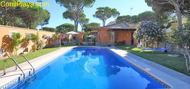 Chalet con piscina en la Barrosa