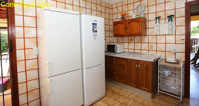 cocina con 2 frigorificos