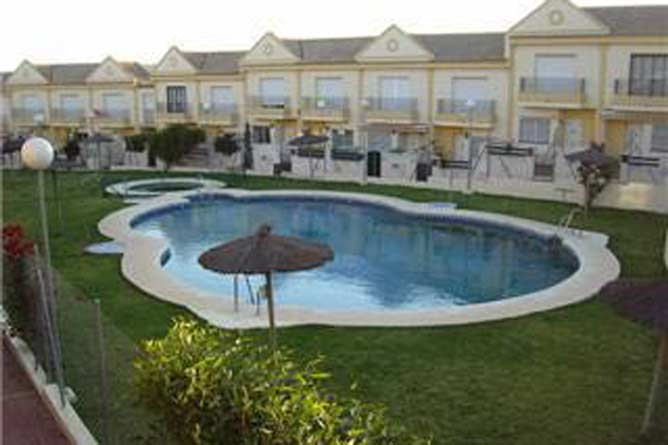 piscina del apartamento en la Barrosa
