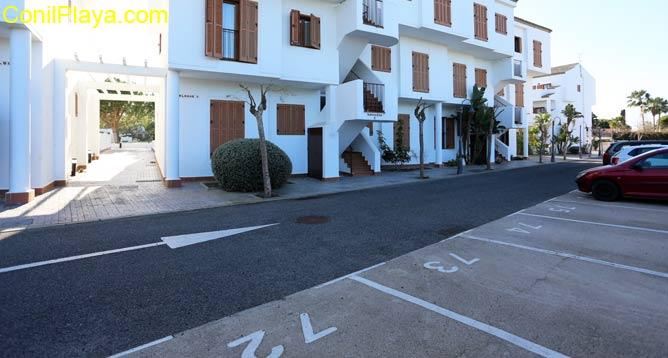 aparcamiento frente casa