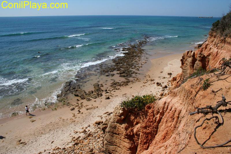 Acantilados en la playa de La Barrosa, por Sancti - Petri.