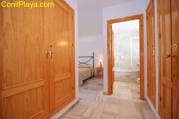 Armarios empotrados del dormitorio principal y cuarto de baño.