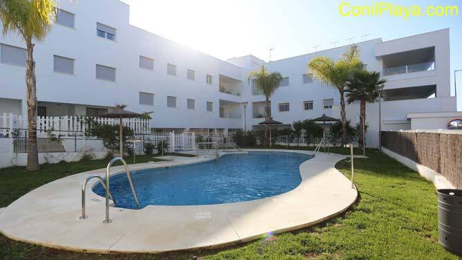 piscina de los apartamento en Conil