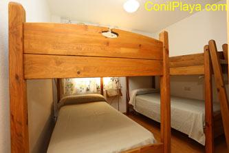 dormitorio con camas literas