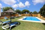 2 dormitorios,4 personas. Apartamentos turísticos con piscina La Pinaleta Boquilla. Alojamiento de vacaciones en zona rural junto al pinar de Roche. Cerca de las playas de Conil y Chiclana. 2 dormitorios para 4 personas.