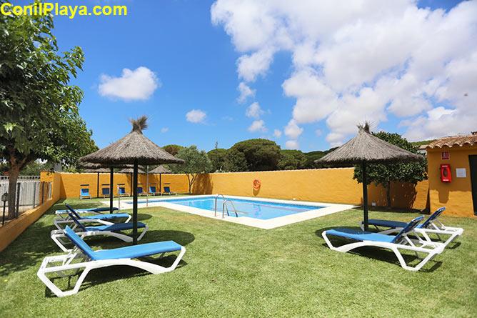piscina tumbonas
