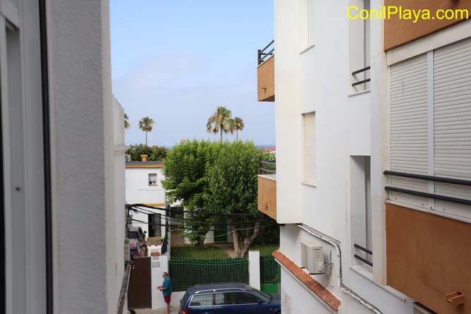 Vistas de la playa desde el balcón del apartamento.