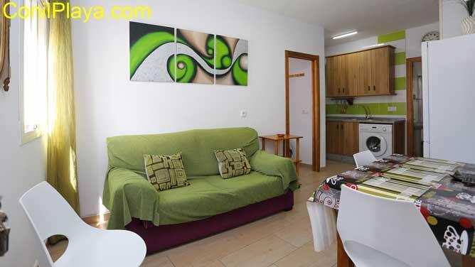 salon con sofá
