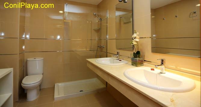 Cuarto de baño interior al dormitorio principal