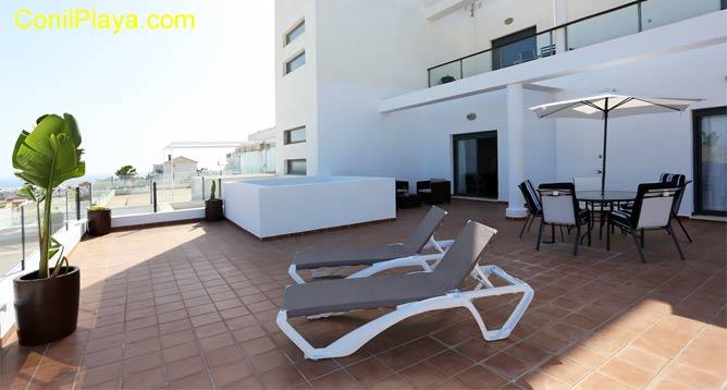 terraza muy amplia con excelentes vistas