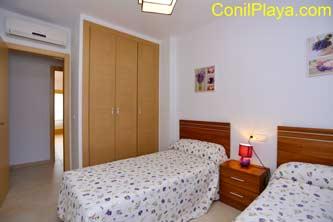 Armario del dormitorio de 2 camas. Se encuentra en el pasillo.