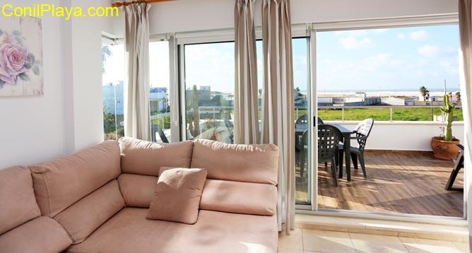 sofa y terraza