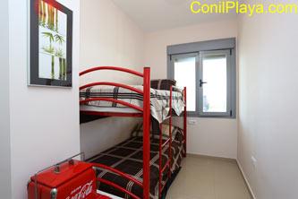 dormitorio con 2 camas literas