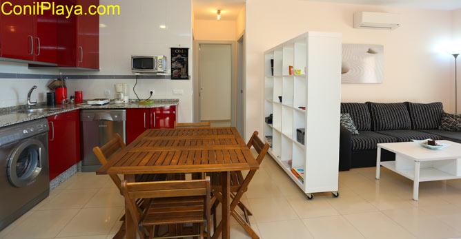salón y cocina del apartamento