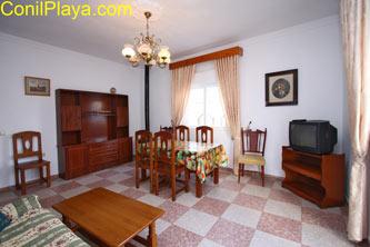 El apartamento dispone de aire acondicionado en el Salon.