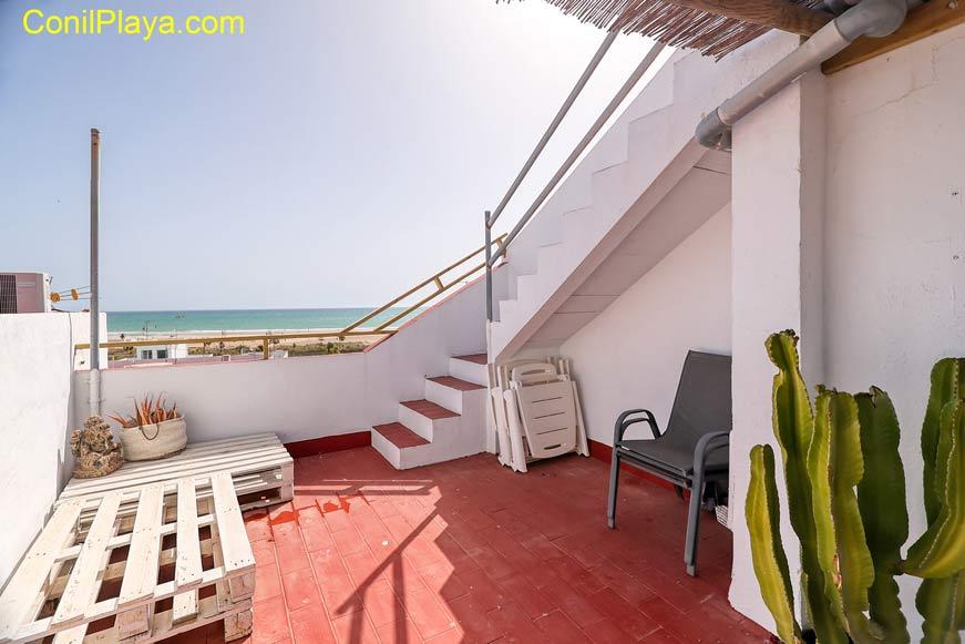 apartamento en la calle cadiz con terraza y vistas al mar.