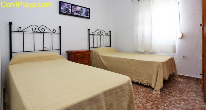 Dormitorio principal con 2 camas individuales