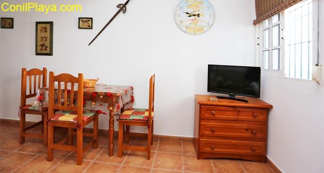 mesa comedor y televisón