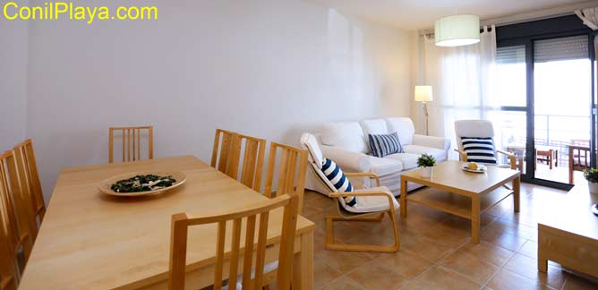 salón y mesa del comedor