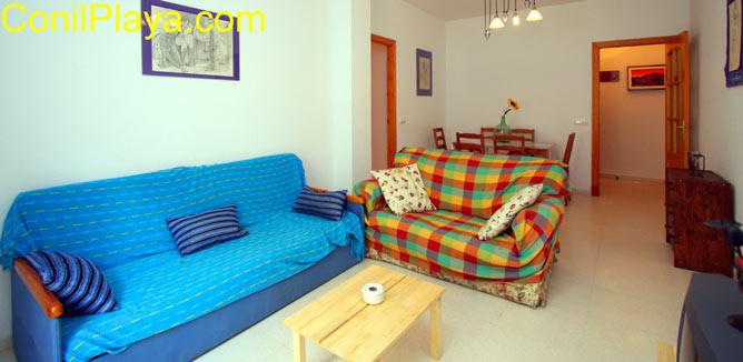 Salón y sofa