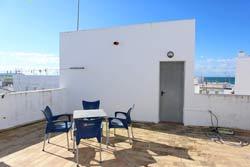 Apartamento para vacaciones en Conil de 3 dormitorios. 6 Personas, 2 camas de matrimonio.