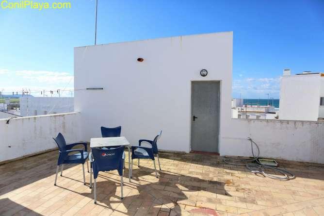 Azotea con vistas a la playa y a la plaza de Santa Catalina.