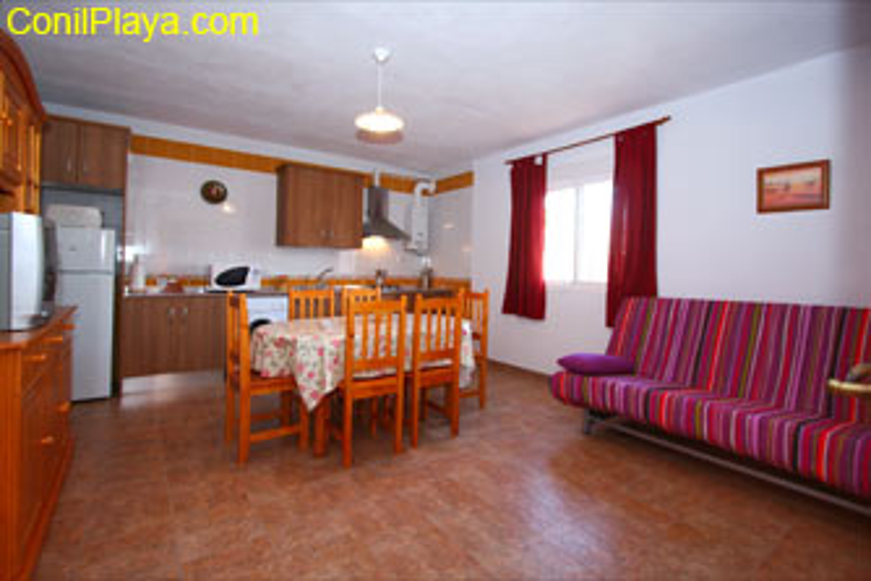 Vista interior del apartamento, el salón es muy amplio.