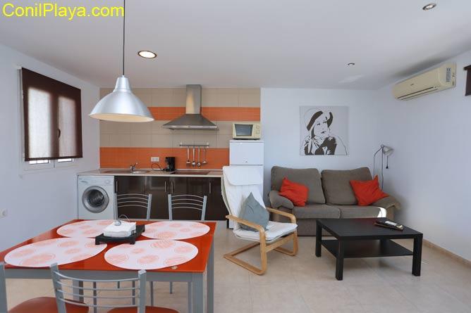 Comedor y cocina del apartamento