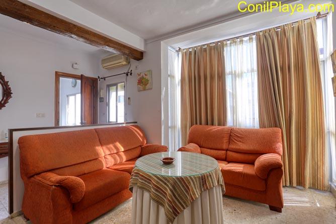 Salon del apartamento en conil con aire acondicionado.