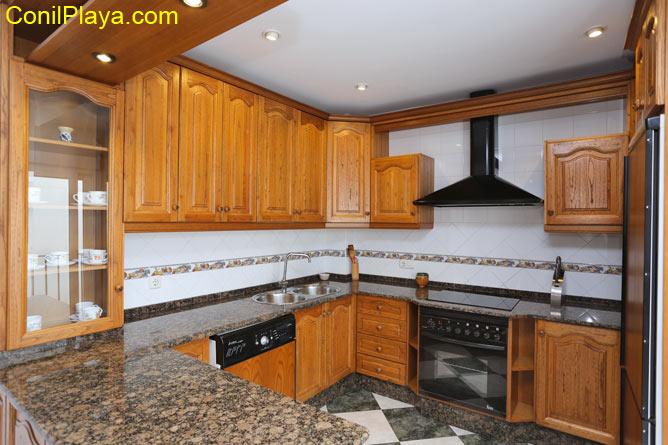 La cocina está completamente equipada.
