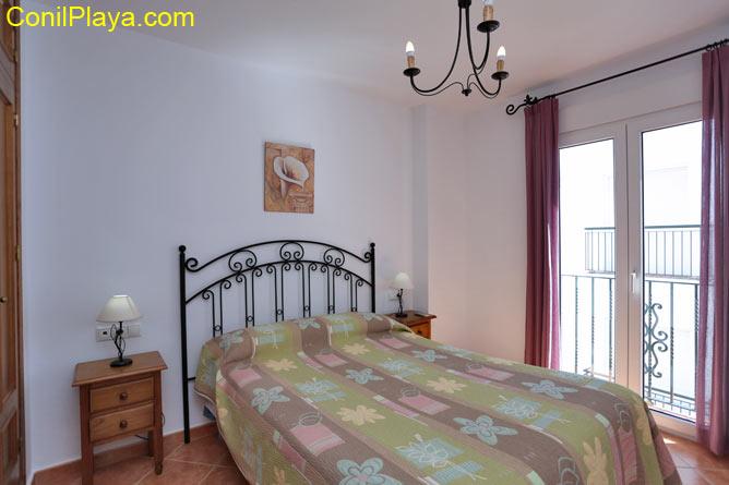 2 dormitorios,6 personas. Apartamento segundo, situado en excelente zona de Conil.