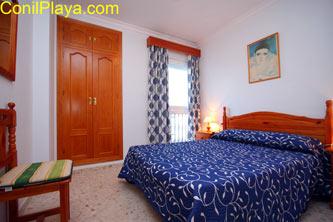 Dormitorio con balcon