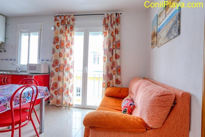 Sofá y balcón