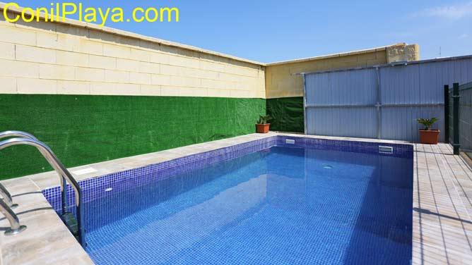 piscina con escaleras de bajada