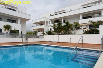 Urbanización del apartamento en Conil en alquiler con piscina.