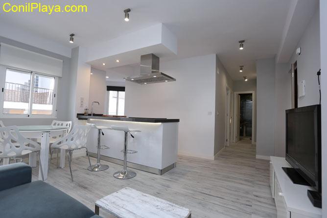 apartamento con cocina al fondo