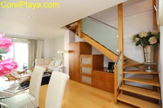 escaleras de madera del duplex