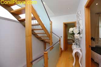 escaleras en la planta de dormitorios