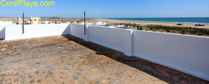 Azotea con vistas a la playa de Los Bateles