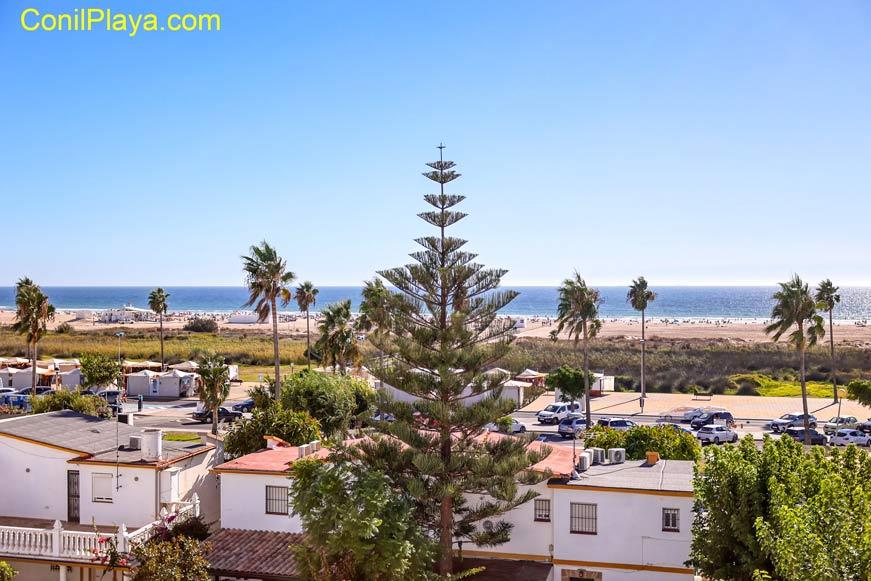 Vistas de la playa de Los Bateles desde la azotea.